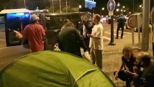 La Policía frustra un nuevo intento de asentamiento de los 'sin techo' del Prado