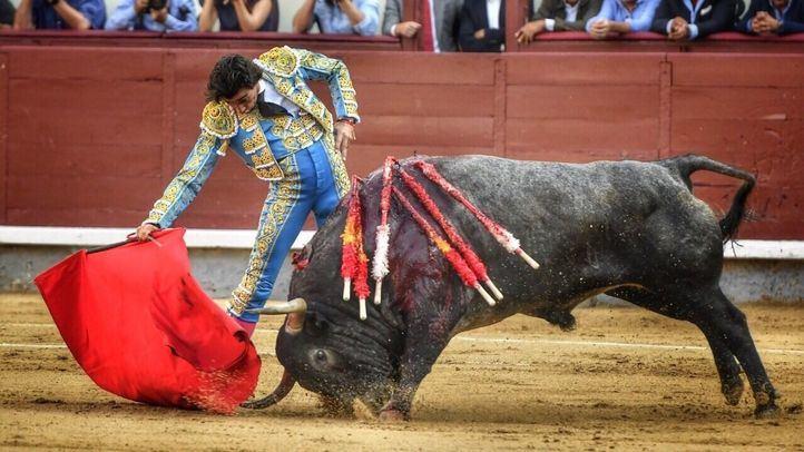 Aburrido festejo final con una mala corrida de Adolfo Martín