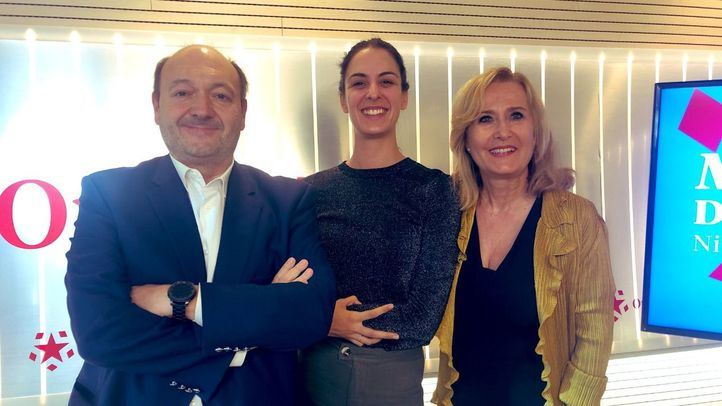 Rita Maestre visita el espacio de Com.permiso de Constantino Mediavilla junto a Nieves Herrero