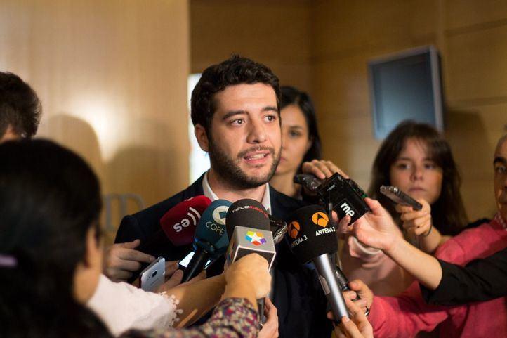 César Zafra ha anunciado el inicio de una ronda de contactos para impulsar una moción de censura contra la alcaldesa de Móstoles