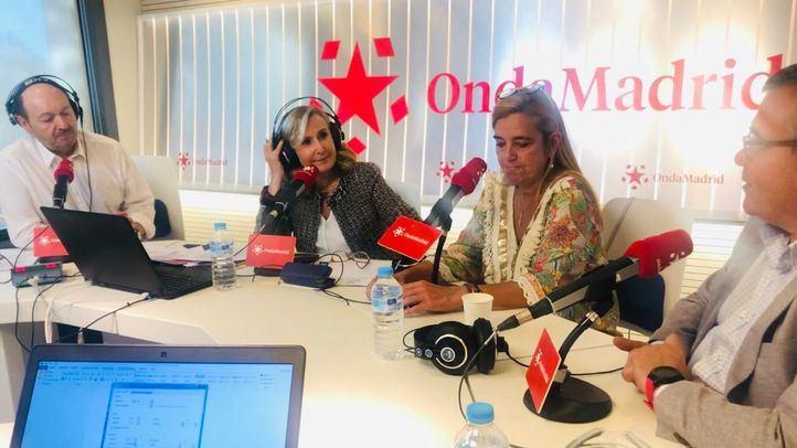 Nieves Herrero y Constantino Mediavilla entrevistando a la alcaldesa de Villalba y el alcalde de Arganda