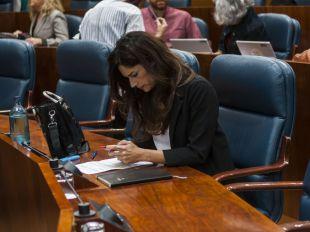 Clara Serra en su último Pleno en la Asamblea de Madrid como diputada de Más Madrid