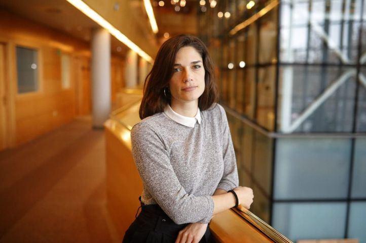 Clara Serra deja su acta de diputada de Más Madrid