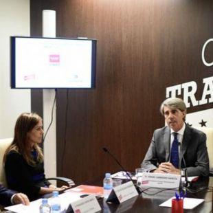 Silvia Roldán, nueva consejera delegada de Metro, junto al consejero de Transportes, Ángel Garrido, y el alcalde de Colmenar, Jorge García.