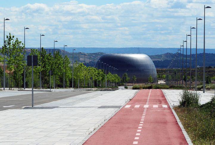 La Ciudad de la Justicia (único edificio construido aunque sin uso) vista desde Valdebebas.