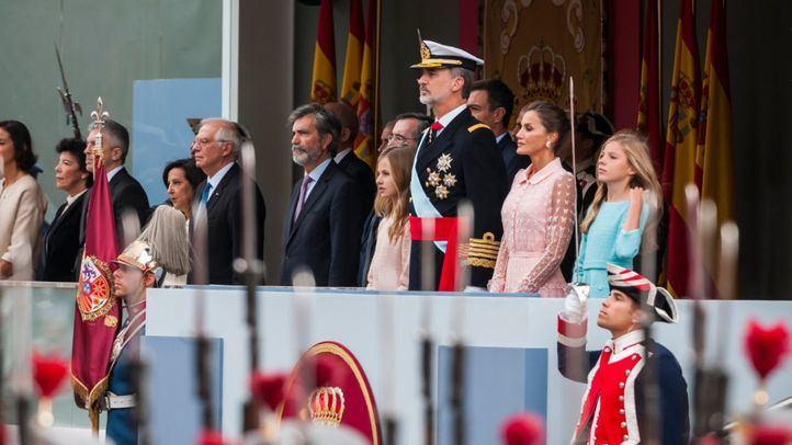 Los pitos a Sánchez, el incidente del paracaidista y la voz de Arteta protagonizan el desfile del 12 de octubre