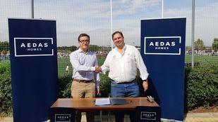 Iván Pascual, Gerente de Promociones de AEDAS Homes, y Fernando Cantalapiedra, Presidente del CRC Pozuelo Rugby,