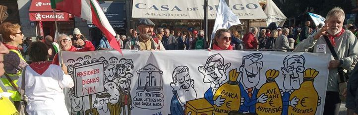 Miles de personas recorren el centro para reivindicar pensiones públicas y 'dignas'