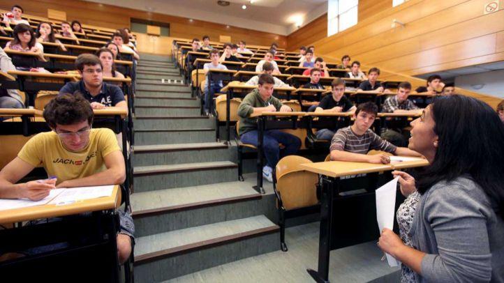 Estudiantes realizando la prueba de selectividad