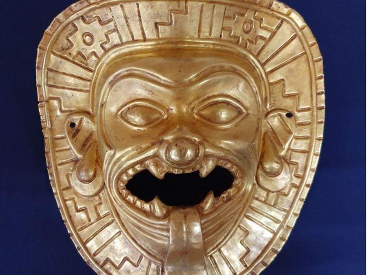 Una máscara de oro robada en Colombia, recuperada en Barajas