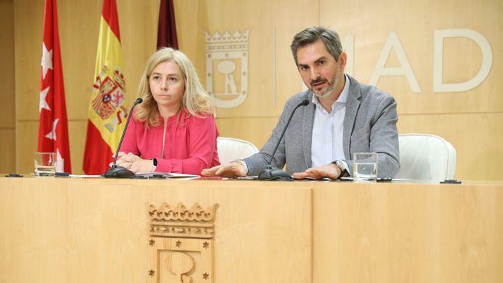 Inmaculada Sanz, portavoz del Ayuntamiento, y Pepe Aniorte, delegado del Área de Familias, Igualdad y Bienestar Social.