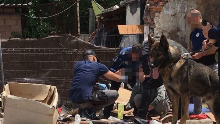 Policía Municipal y Unidad Canina durante la operación
