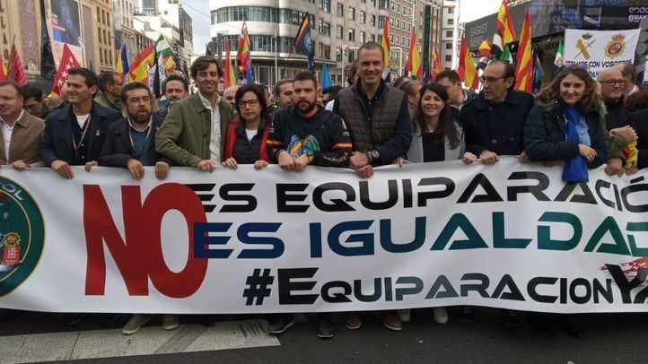 Miembros de diferentes partidos políticos han mostrado su apoyo a Jusapol en la manifestación de este sábado.