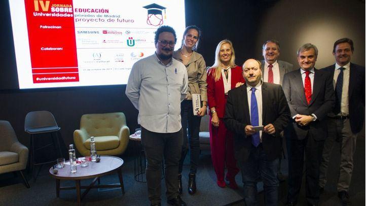 Los portavoces de los diferentes grupos políticos, junto a Constantino Mediavilla al terminar la mesa política.
