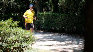 Un corredor en el Parque de El Retiro.