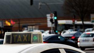 La Comunidad contempla las tarifas cerradas y plantea subir el precio del taxi
