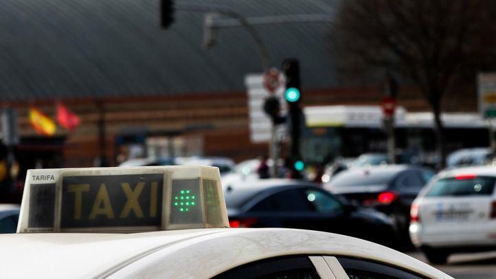 La Comunidad contempla las tarifas cerradas y plantea subir el precio del taxi interurbano