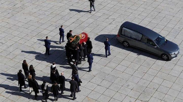El dictador es reinhumado en El Pardo junto a su mujer