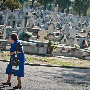 Refuerzo de autobuses para acceder a los cementerios en Todos los Santos