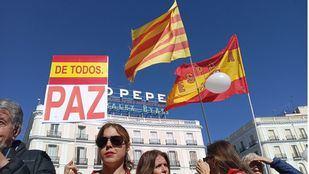 Madrid envía desde Sol su cariño a Cataluña en una nueva concentración contra la división de España