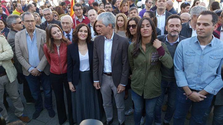 Varios representantes políticos han acudido a la concentración 'Juntos por España. Convivencia sin violencia'.