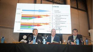 Raúl Pérez Vega, Víctor Sarabia y Rafael Sánchez, en la primera mesa de debate
