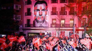 El presidente del Gobierno y candidato del PSOE este 28-A celebra su victoria en la sede de Ferraz.