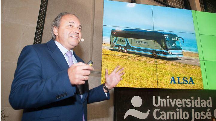 Alsa pide colaboración pública para hacer competitivo al autobús frente al transporte privado