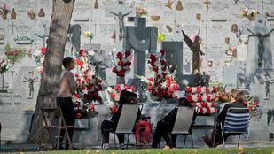 Día de todos los Santos en el cementerio de la Almudena.