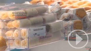 Buñuelos y huesos de santo, los dulces más demandados en esta época