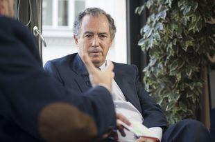 Enrique Ossorio se sienta en la Terraza de Gran Vía junto a Constantino Mediavilla para hablar sobre el plan del Gobierno de la Comunidad de Madrid en materia de educación