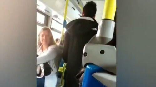 Abierto un expediente por la agresión racista a una mujer en un autobús