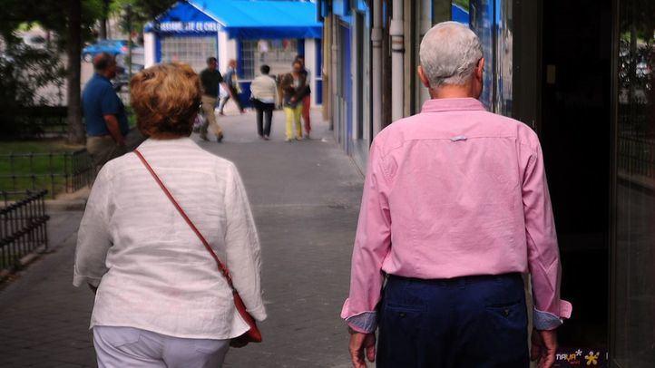 Personas mayores en la calle.