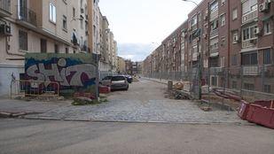 La nueva calle de Ciudad Lineal, que sustituye al descampado que antes funcionaba como aparcamiento disuasorio.