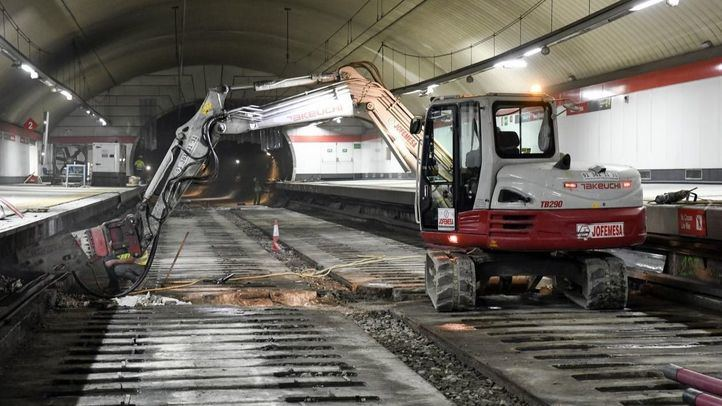 Obras de sustitución de las vías, la catenaria y la señalización en el túnel de Cercanías de Recoletos.