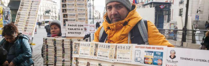 Multas a los loteros que instalen mesas ambulantes en la Puerta del Sol