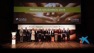 Los ganadores de los Premios Solidarios 2019 junto con directivos de CaixaBank.