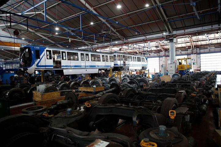 Metro detecta más amianto en varios trenes y en grúas de los talleres