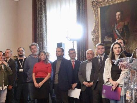 Confianza cero entre los socios de gobierno: PSOE y Podemos se vigilarán en cada ministerio con altos cargos