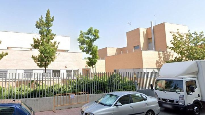 La Policía busca a un hombre que intentó raptar a una niña a la salida de un colegio de Alcalá