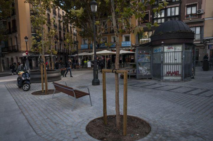 Últimos coletazos de Carmena en La Latina: las calles Magdalena y San Francisco estrenan aceras