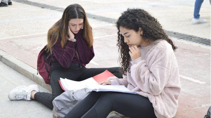 Los estudiantes se enfrentan a la EvAU 2018 (foto de archivo)