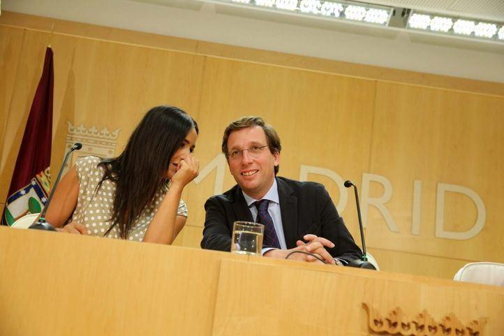 Begoña Villacís, vicealcaldesa; José Luis Martínez-Almeida, alcalde; e Inmaculada Sanz, portavoz del Ayuntamiento; hacen balance de los primeros 50 días del Gobierno local.