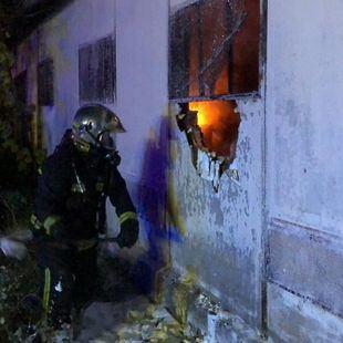 Arden esta madrugada en Alcalá de Henares un taller y un almacén