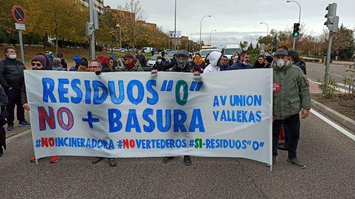 Vallecas se manifiesta contra la recepción de residuos del vertedero de Alcalá en Valdemingómez