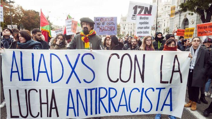 Manifestantes contra el racismo marchan entre Cibeles y Sol para pedir el fin de esta lacra