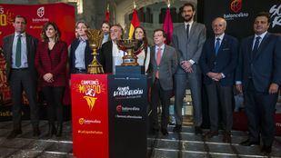 El Ayuntamiento de Madrid ha homenajeado a las selecciones españolas de baloncesto.