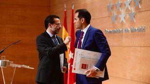 El consejero de Hacienda y Función Pública Javier Fernández-Lasquetty junto al vicepresidente de la Comunidad, Ignacio Aguado.