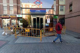 El ascensor del Metro de La Elipa cerrado