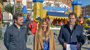 El concejal de Festejos y Juventud, Alejandro Navarro Prieto; la cantante Natalia de Operación Triunfo 1; y el alcalde de Torrejón de Ardoz, Ignacio Vázquez.